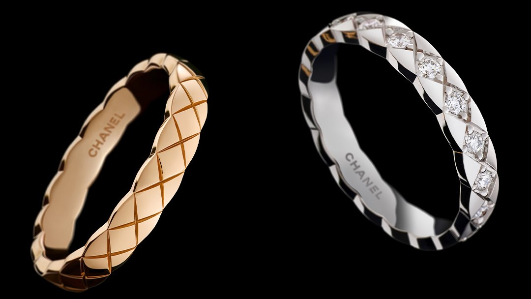 The #mini versions of #COCOCRUSH rings can be stacked on 1, 2 or 3 fingers—or worn separately on every finger. The choice is yours.  Discover more 👉   #CHANEL #finejewelry #rings #luxury #fashion