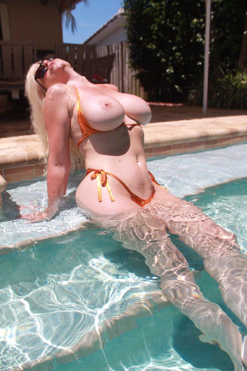 𝖨 💖 #TittyTuesday 🔥 @MissMonroeXO 🔥 ✨ #𝖩𝗎𝗀𝗀𝗌𝖨𝗇𝖼 ✨