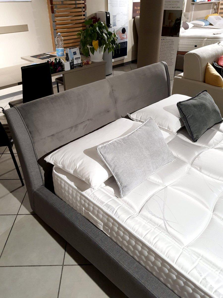 #modernità ed #eleganza Questo è il bellissimo #letto #STROMBOLI By #TargetPoint.  👉 Da #SISTEMARIPOSO a #Firenze, vicino a #SestoFiorentino.  #letti #lettostromboli #lettididesign #lettiimbottiti #lettitargetpoint #design #arredarecasa #lettiafirenze #arredamento #arredocasa https://t.co/7YQ5A3qG8T