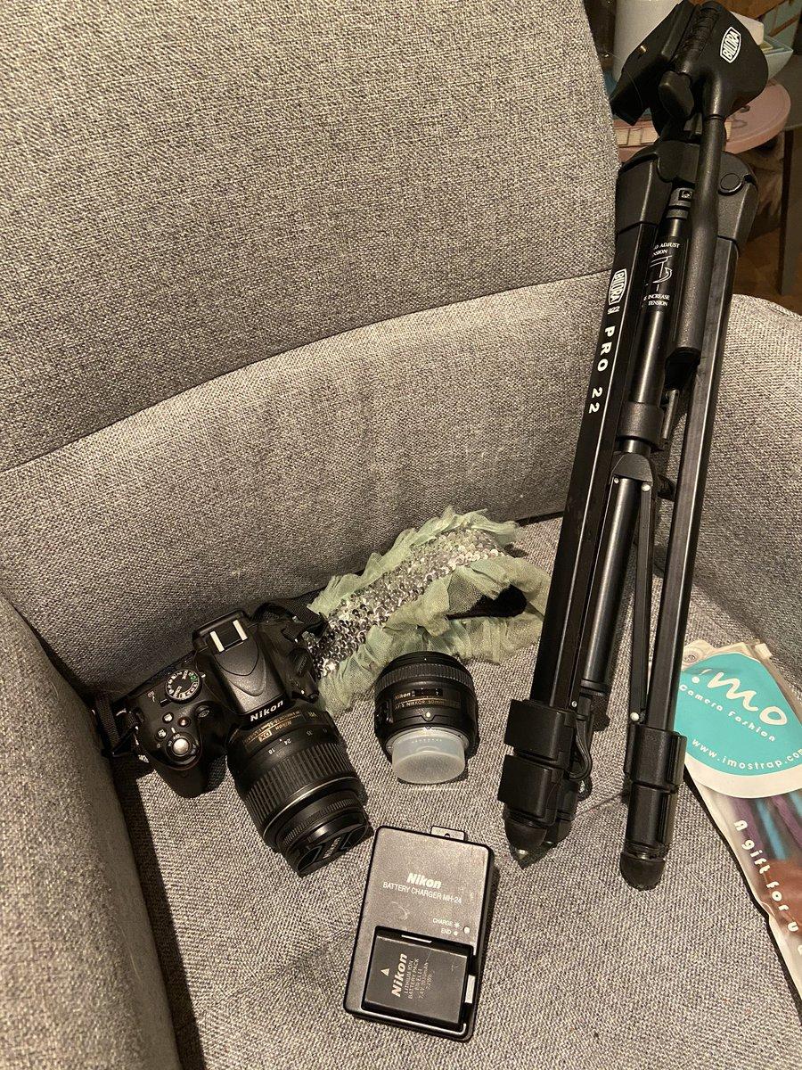 Twitter - Le Bon Coin / À vendre boîtier reflex Nikon D5100 + deux objectifs Nikkor 18-55mm & 50mm + trépieds - 300€ - Me contacter en DM 📸