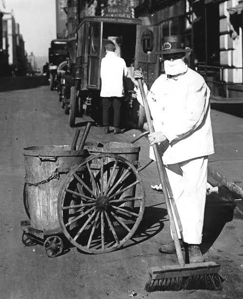"""18 Ay içinde 50 milyon dolayında insanın ölümüne sebep olan insanlık tarihinde bilinen en büyük salgınlardan biri """"İspanyol Gribi"""" fotoğrafları (1918) https://t.co/hl3BLZG8Kq"""