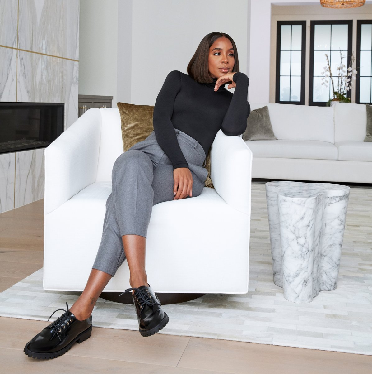 """""""Shoes play the biggest role in inspiring my personal style. I always start my outfit with the shoes. How I get dressed always depends on what the shoe is telling me to wear."""" - @kellyrowland  Shop the collection here: https://t.co/UQQ8Zf6uBy  #KellyRowlandxJustFab https://t.co/hMq2R5IM95"""