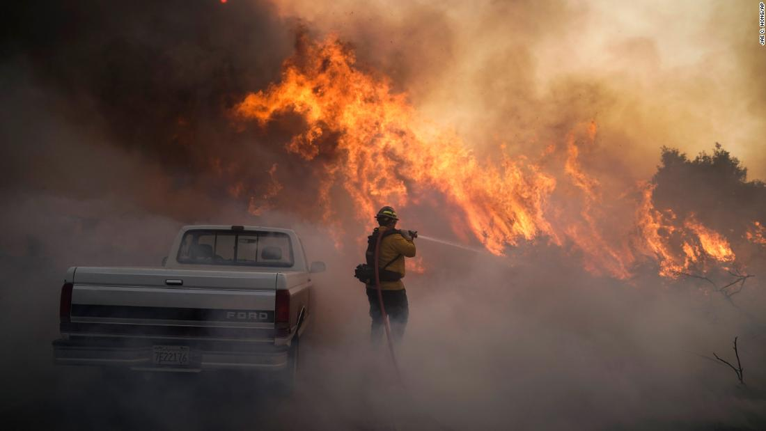 Southern California wildfires force Chargers players, including starting QB, to evacuate homes https://t.co/wyfbUpwvcf