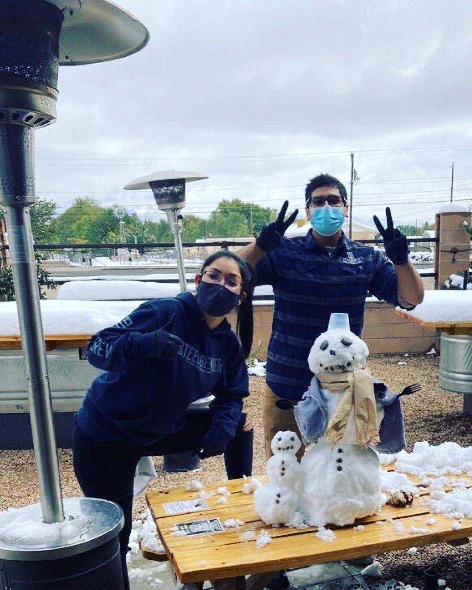 Steel Bender Brewyard. ⠀ BUILT TO BREW. ⠀ Steel Bender Brewyard snowmen. ⠀ BUILT TO KEEP CROWLERS COLD.⠀ ⠀ #BuiltToBrew #losranchosbrew #NMcraftbeer #NMBeerLove #nmbeer #supportlocal #snowday  #brewery #losranchos #albuquerque #burque #newmexico https://t.co/455pfIEnKz