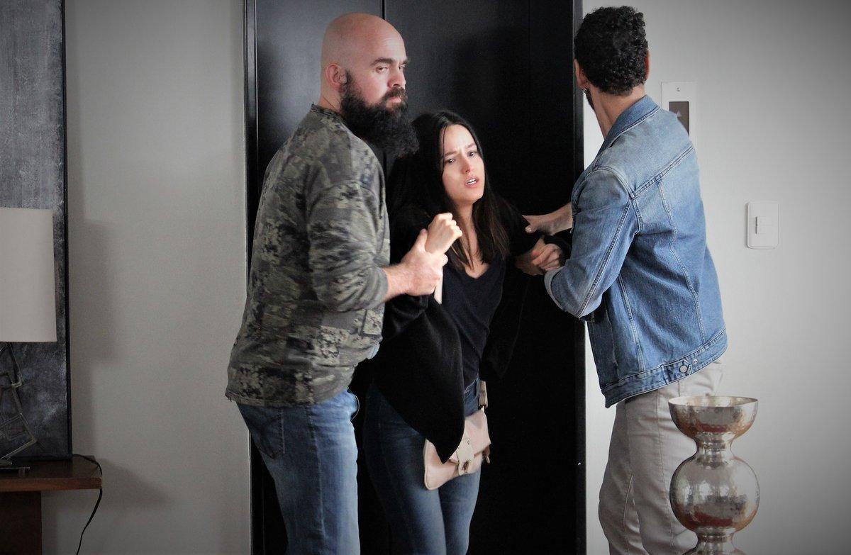 GRAN FINAL! #Clara secuestrada, #Majo descubre a #Victoria con #Eugenio, #Leonardo informa a #Elisa que #Marcelo se suicidó pero #Eugenio se adelantó y ahora #Elisa piensa que #Leonardo lo acusa sin razón LEISA enfrentados.   AVANCES DE LOCURA Mañana IMPERDIBLE #ImperioDeMentiras https://t.co/PhdtVCRplk