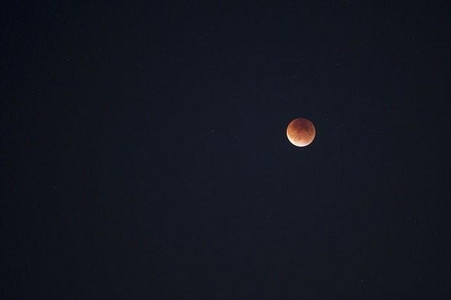 Photo By Free-Photos | Pixabay - via @Crowdfire    #lunareclipse #bloodmoon #lunar #satelite #spacescience #scienceandnature #blood #satellite https://t.co/aytnof3n4G