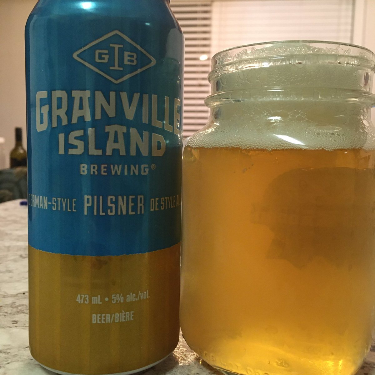 グランビルアイランドのビール工房 ピルスナー。軽くてスイスイ飲める。 #ビール #カナダ #granvilleislandbrewing #pilsner #beer #canada https://t.co/3EuCAa1eW8