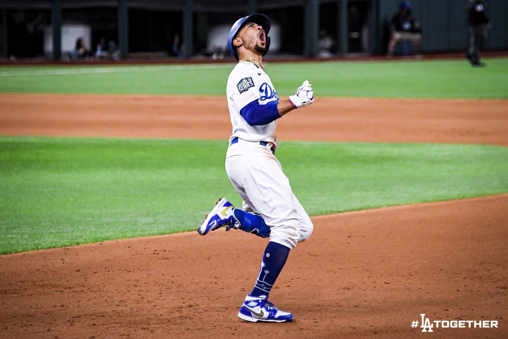 Dodgers ganan la Serie Mundial por primera vez en 32 años al vencer en seis juegos a los Rays