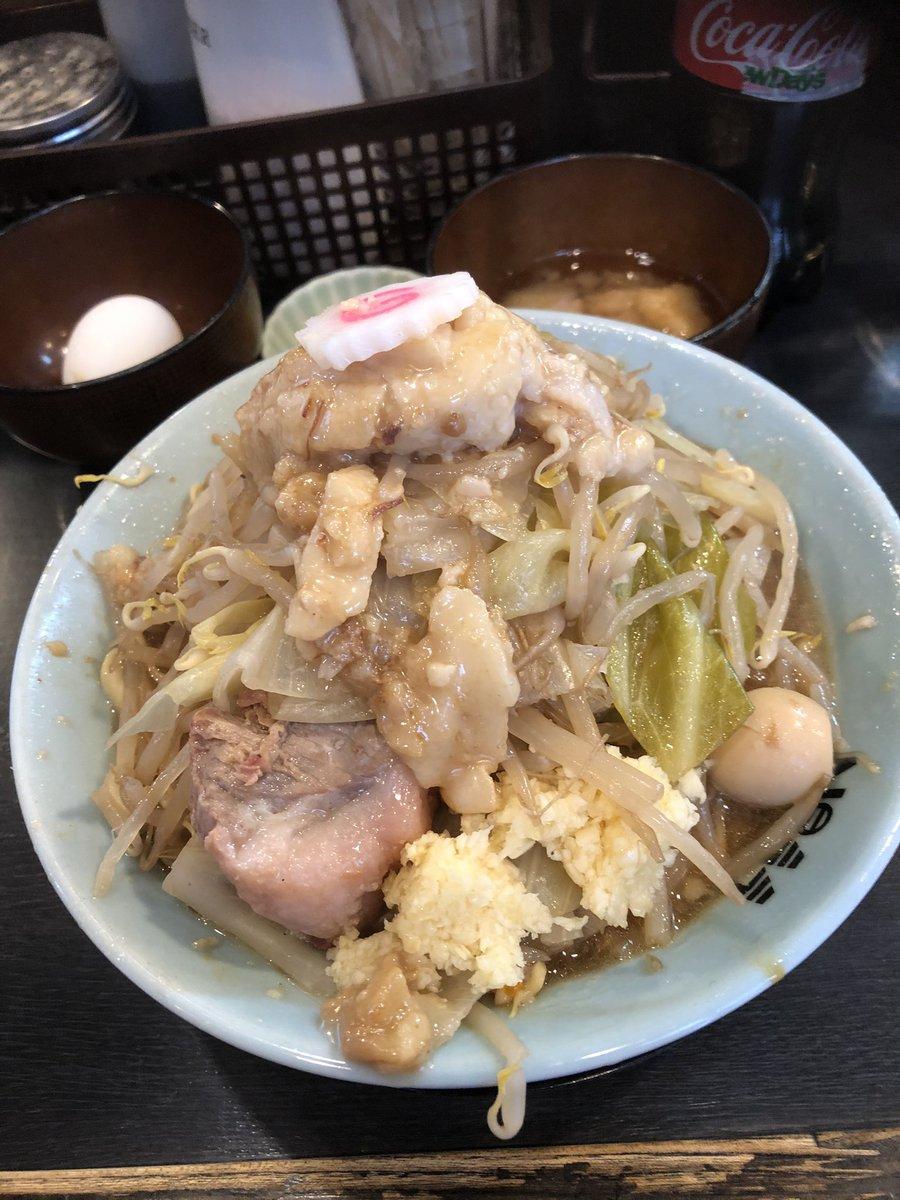 自家製麺NO11ラーメン 生姜ダレ 油増し 生玉子ニンニクこの日は限定麺❗️いつものボソボソ感は幾分か抑えられていて食べやすい😊背脂たっぷりの油増しはセルフ油増しそばに美味かった❗️詳細はこちら