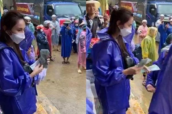 Thủy Tiên, Công Vinh đội mưa phát tiền cho người dân ở Quảng Bình https://t.co/MBLUDMaRvK https://t.co/xOpKCY93sd