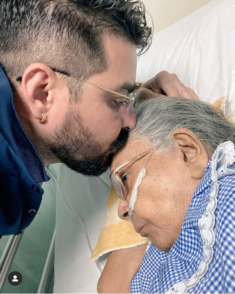 #HindustaniBhau loses his mother last night   May her soul #RIP   Prayers from RubiHolics   #RubinaDilaik   @hindustanibhaua https://t.co/B6X30EAu6W