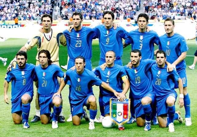 La Selección de #Italia campeona del Mundo en 2006. Con excepción de #Buffon, todos están retirados. #HistoriasDelFutbol⚽️ https://t.co/GXdYf4WzAR