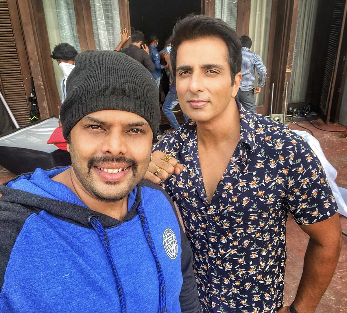"Shoot Mode With ""THE SAVIOUR"" Sonu Bhaiiiii😍 DON IS ON..!!! ✊✊✊ #sonusood #chintuactor #shooting #passion #actors https://t.co/XkzSBhl39i"