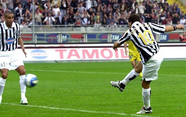 #accaddeoggi il #28ottobre 2006 (14 anni fa), #DelPiero segnava il suo 200° gol con la maglia della Juventus https://t.co/IDXCIwQzxO