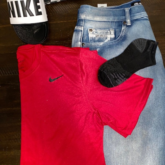So good I had to share! Check out all the items I'm loving on @Poshmarkapp #poshmark #fashion #style #shopmycloset #nike #coach #akai: https://t.co/D23ey5xb66 https://t.co/Sb4RZXYS60