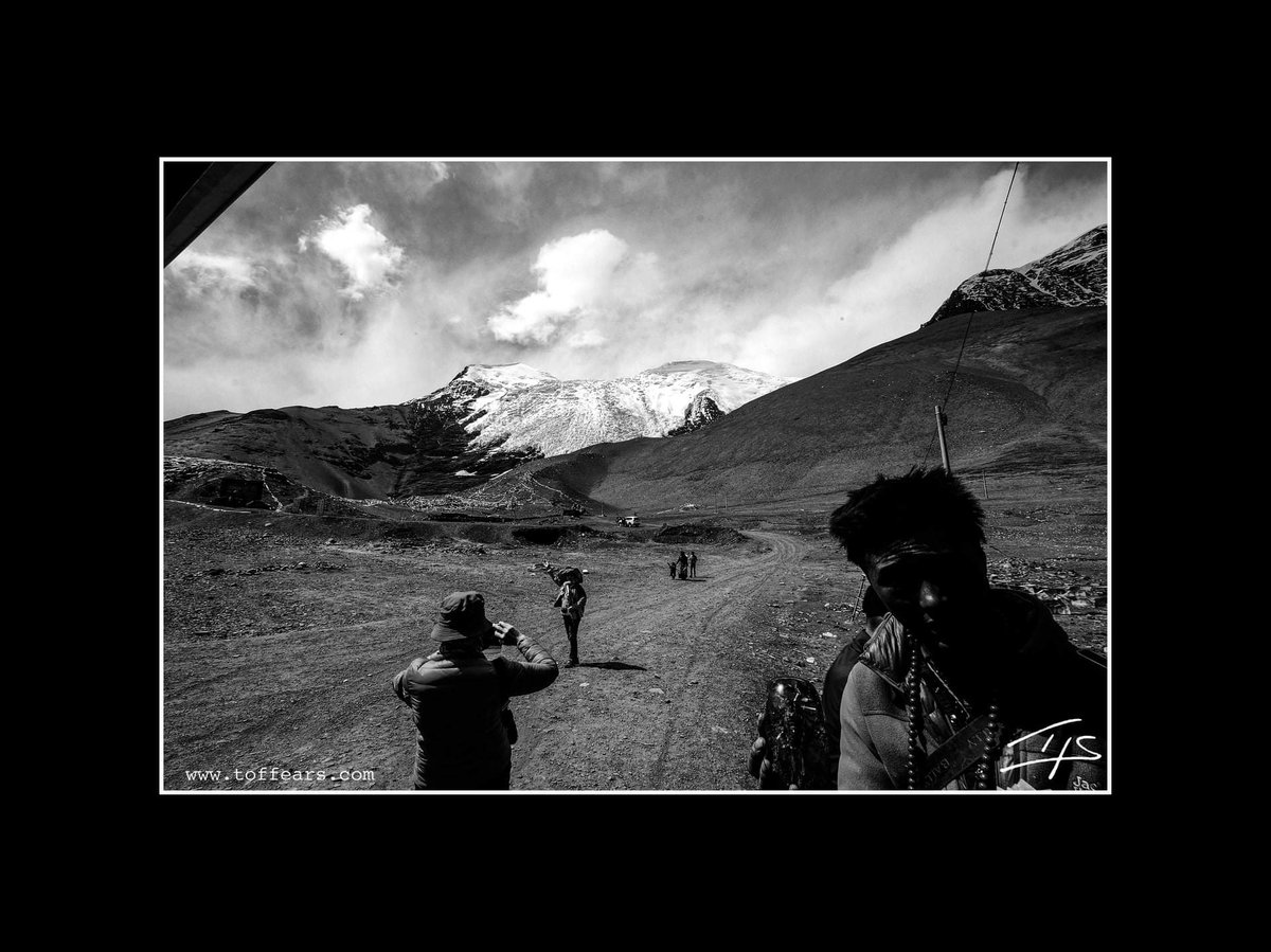 #Tibet #himalayas #seller #tourists #sky #silhouette #toffears #drive #pass https://t.co/42vQtCsbGA