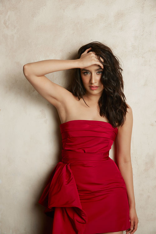 . @ShraddhaKapoor to play the new-age #Naagin in @Nikhil_Dwivedi 's trilogy based on shape-shifting serpent!  #VishalFuria #bollywood #latest #trending #news #downloads #santabanta For More visit: