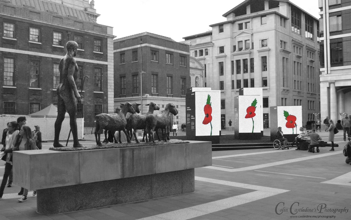 One from a couple of years ago - Paternoster Square, London, EC4  #LestWeForget #Poppies #RBL #NeverForget #RemembranceDay #ArmisticeDay https://t.co/dius0FsZaN