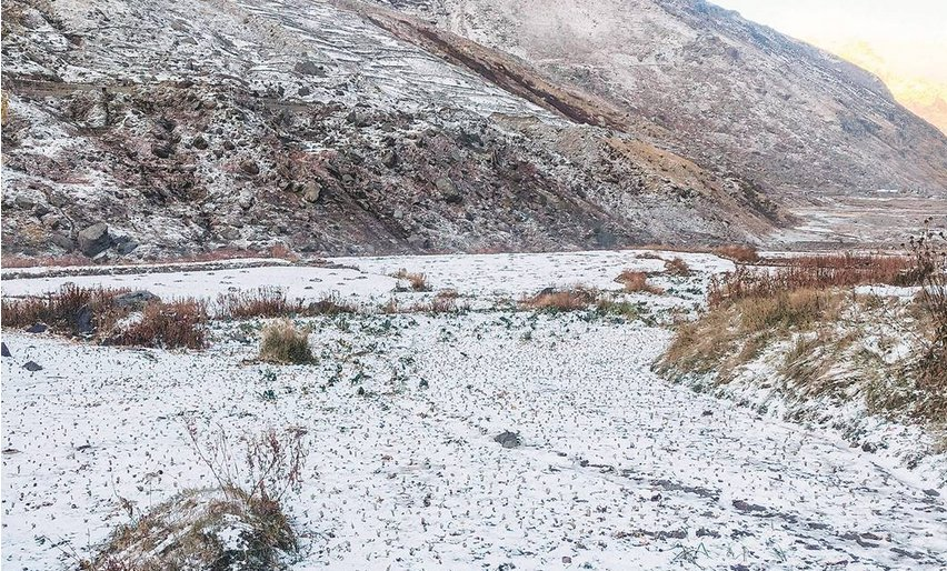 And #Lahaul #Spiti received it's 1st snowfall of the season.  #Himalayas #Himachal https://t.co/tYQMu7V0YD