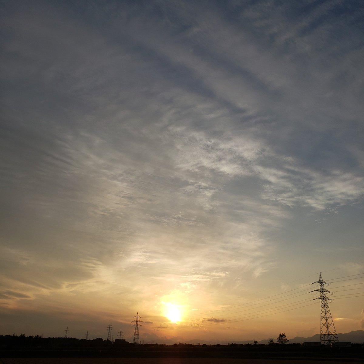 夕陽 何とか間に合った~🎵  お疲れ様でーす😊🍀 #イマソラ   #空が好き #空がある風景 #空  #スマホ写真 #癒し https://t.co/eESDXqkOv3