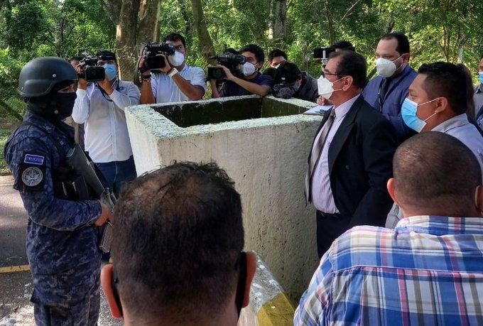 Juez Guzmán a Fiscalía: investigue a Bukele y al ministro Monroy por obstaculizar acceso a archivos militares