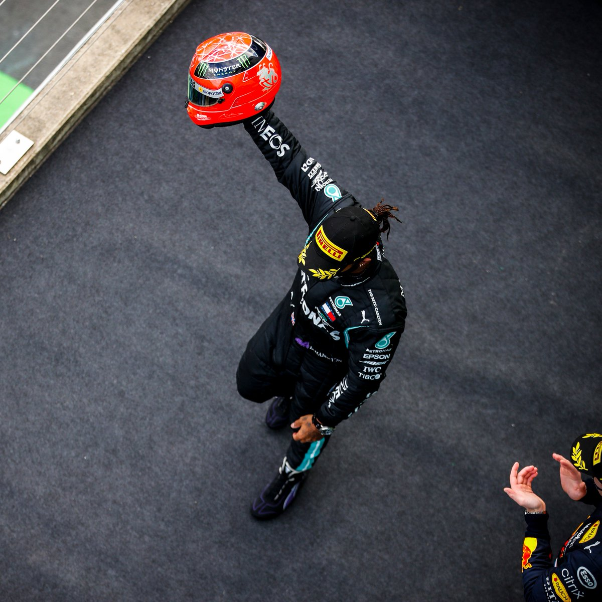 """💬 """"I'm thinking of Michael today, I will forever have the utmost admiration and respect for you. It's truly an honour to be mentioned in the same sentence as you.""""  ❤️ @LewisHamilton last Sunday https://t.co/ETtkjzwaXY"""