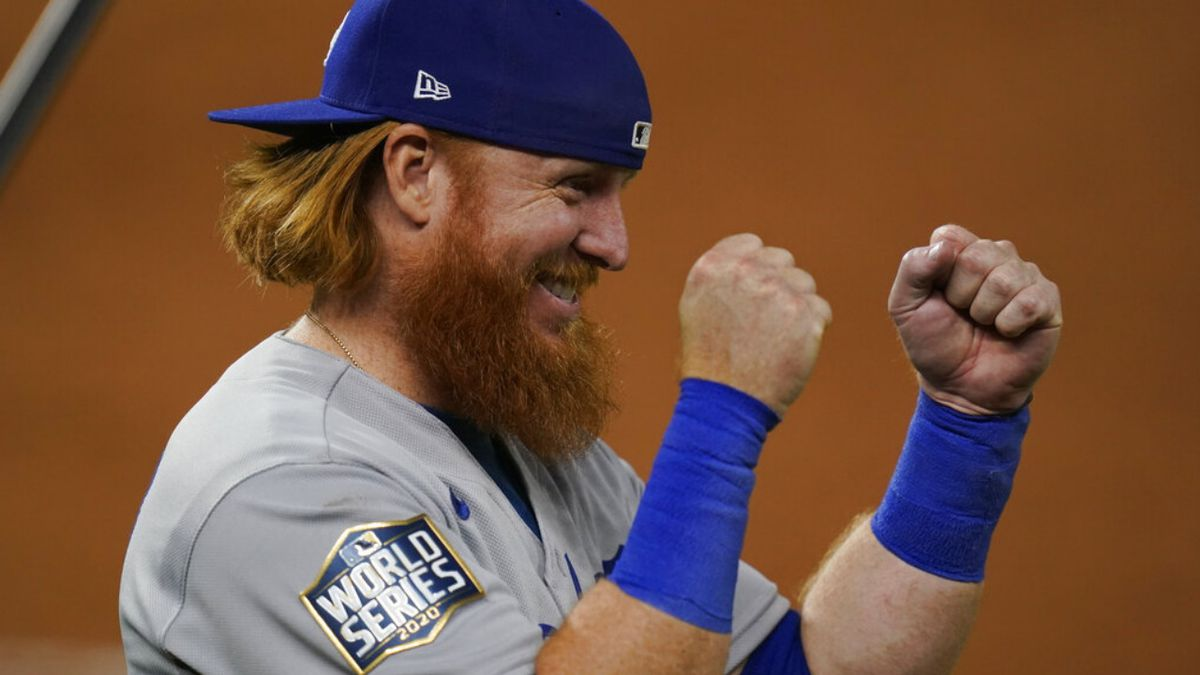 Dodgers 3B Justin Turner removed from Game 6 of World Series after positive COVID-19 test https://t.co/5HgAJru5E5 https://t.co/DL582nt4EN
