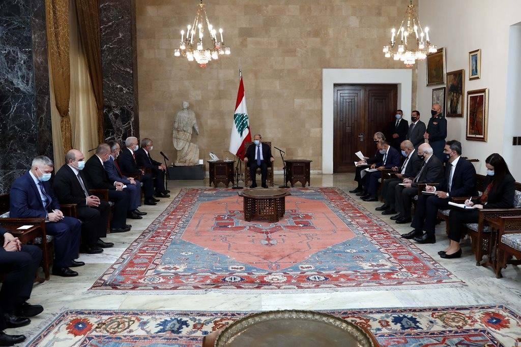 """Réfugiés syriens : #Aoun exprime l'espoir d'une """"solution rapide"""" devant une délégation russe au #Liban #Russie https://t.co/Lmx8lT3mUf https://t.co/IcVJH3W3Gp"""