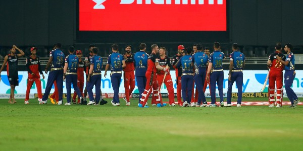 #IPL2020 Time for Match 48! Mumbai Indians vs Royal Challengers Bangalore  #Mumbai win the toss; opt to bowl.  Who will open for #Bangalore? Comment down below.   LIVE UPDATES: sify.com/sports/cricket…  #MIvsRCB | #RCBvsMI | #Dream11IPL