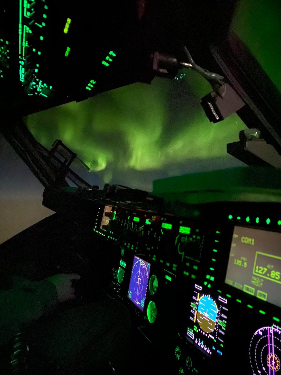 For anyone that didn't happen to be flying at 68° North over Greenland last night, this is what you missed! 😲✨🇬🇱  #99Sqn #C17 #RAF #NoOrdinaryJob #AuroraBorealis #NorthernLights #Greenland https://t.co/GmCvuLGIWw