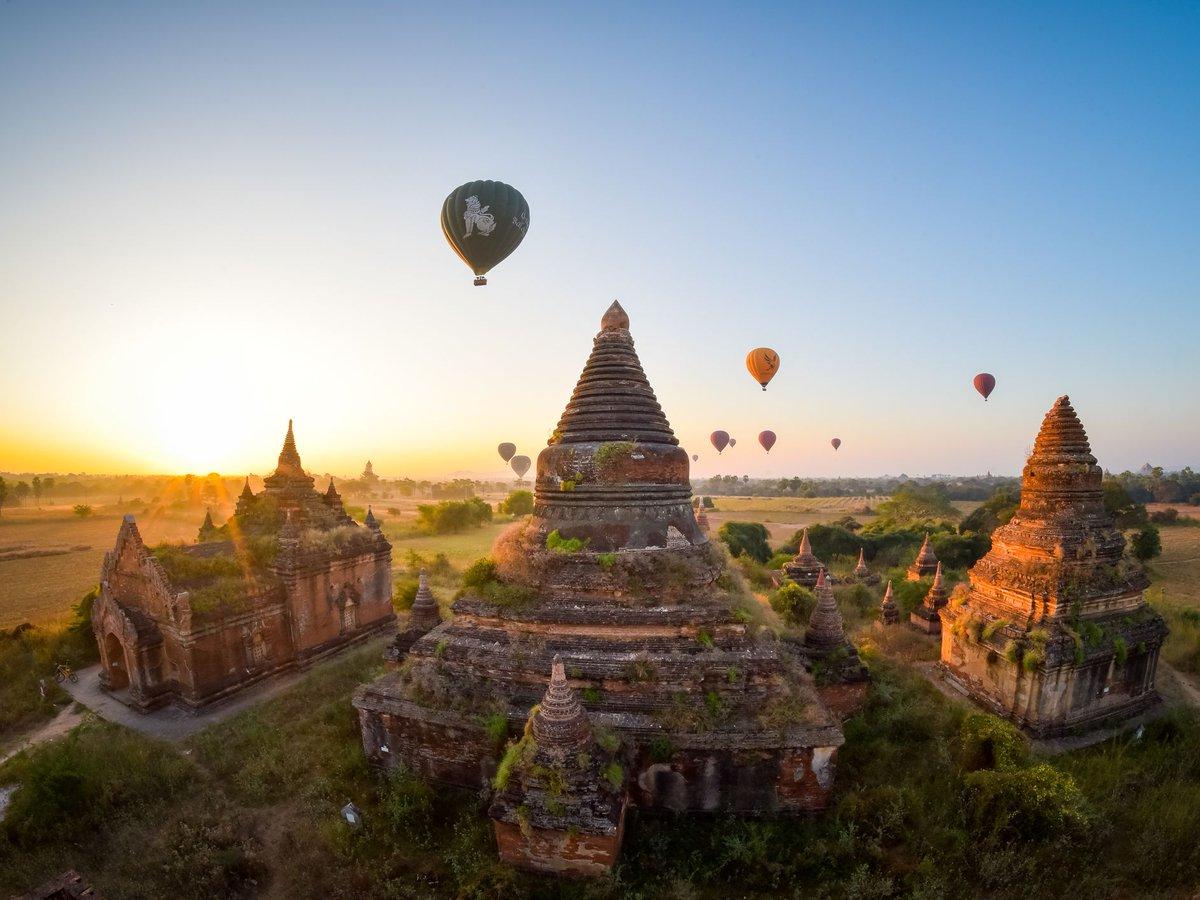 #goodmorning from #travelpedia!☕️ Bagan, Myanmar🇲🇲 What a #view!🎈🎈🎈 #Travel #Enjoy #EnjoyingEverydayLife #lifestyle #bagan #myanmar #landscapephotography #landscape #photography #picoftheday #GoodVibes #GoodVibesOnly https://t.co/9TFYq4zrVF