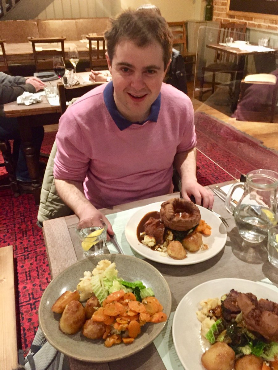 Off the scale #Sunday lunch withdraw at the moment! #SundayLunch #SundayRoast #SundayVibes https://t.co/d1gXq7XJru