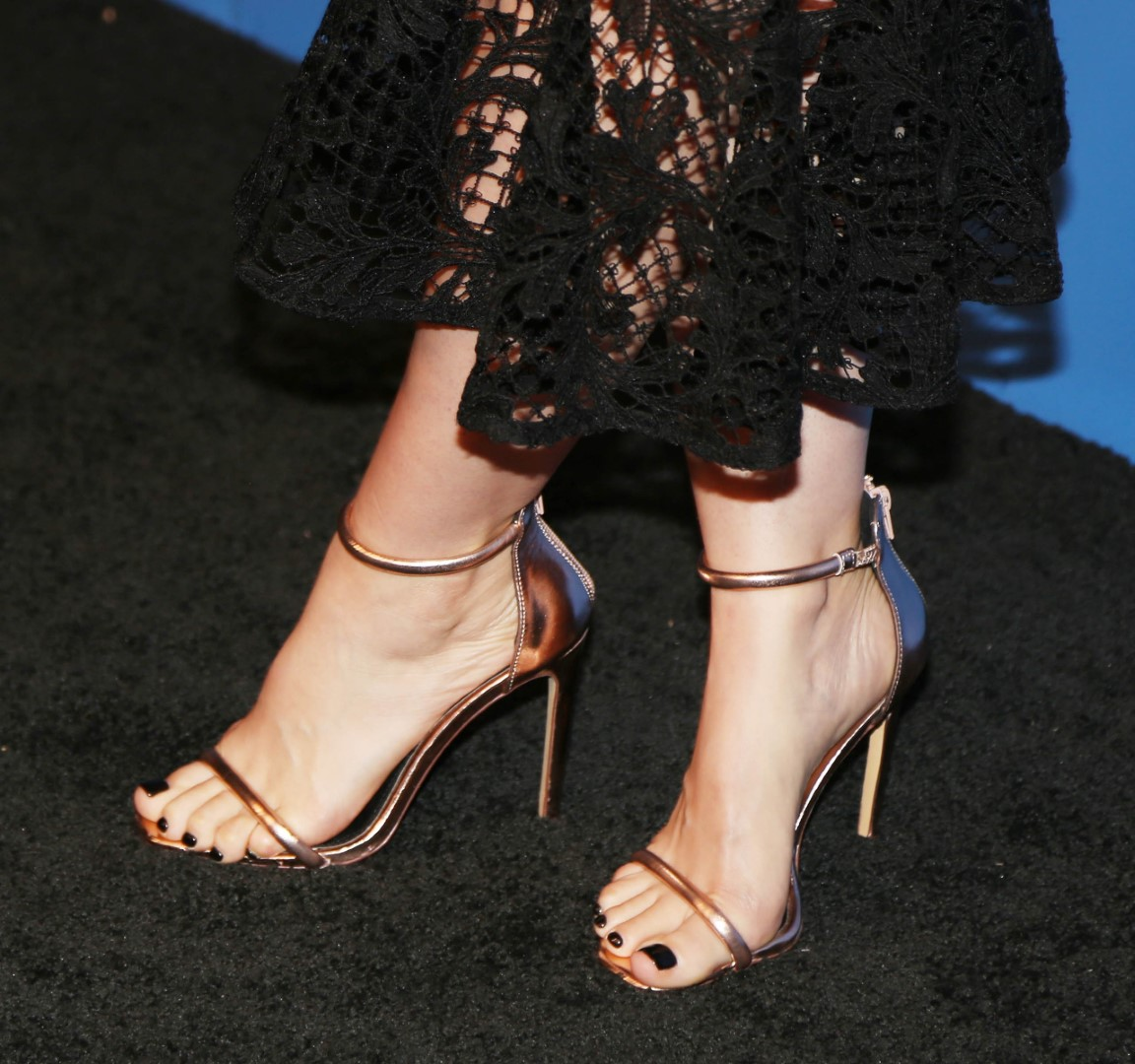 RT if you like Mena Suvari's Feet  #MenaSuvari  #feet #toes #CelebrityFeet #Celebrity #CelebritySoles #CelebrityToes #Soles #FeetPics #FeetPicture https://t.co/EtaENsHNnZ https://t.co/pGzhuxsJur