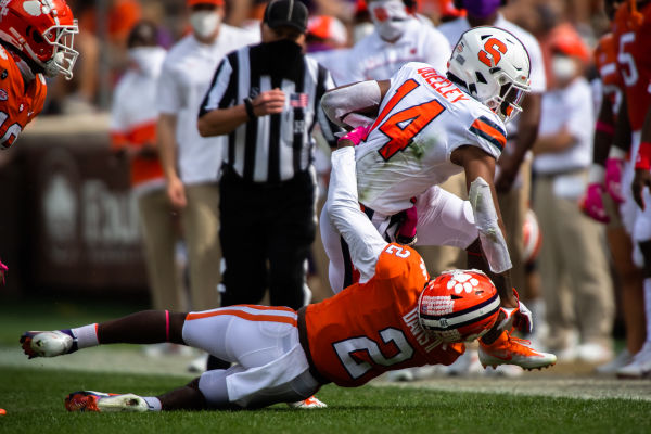 Last week's loss at Clemson was a statement loss, if there is such a thing. One of those statement's was that WR Anthony Queeley is ready to star for the Orange. Good stuff from @JPayneSays: https://t.co/kKYVPVti1P https://t.co/hezCXZLz0Y