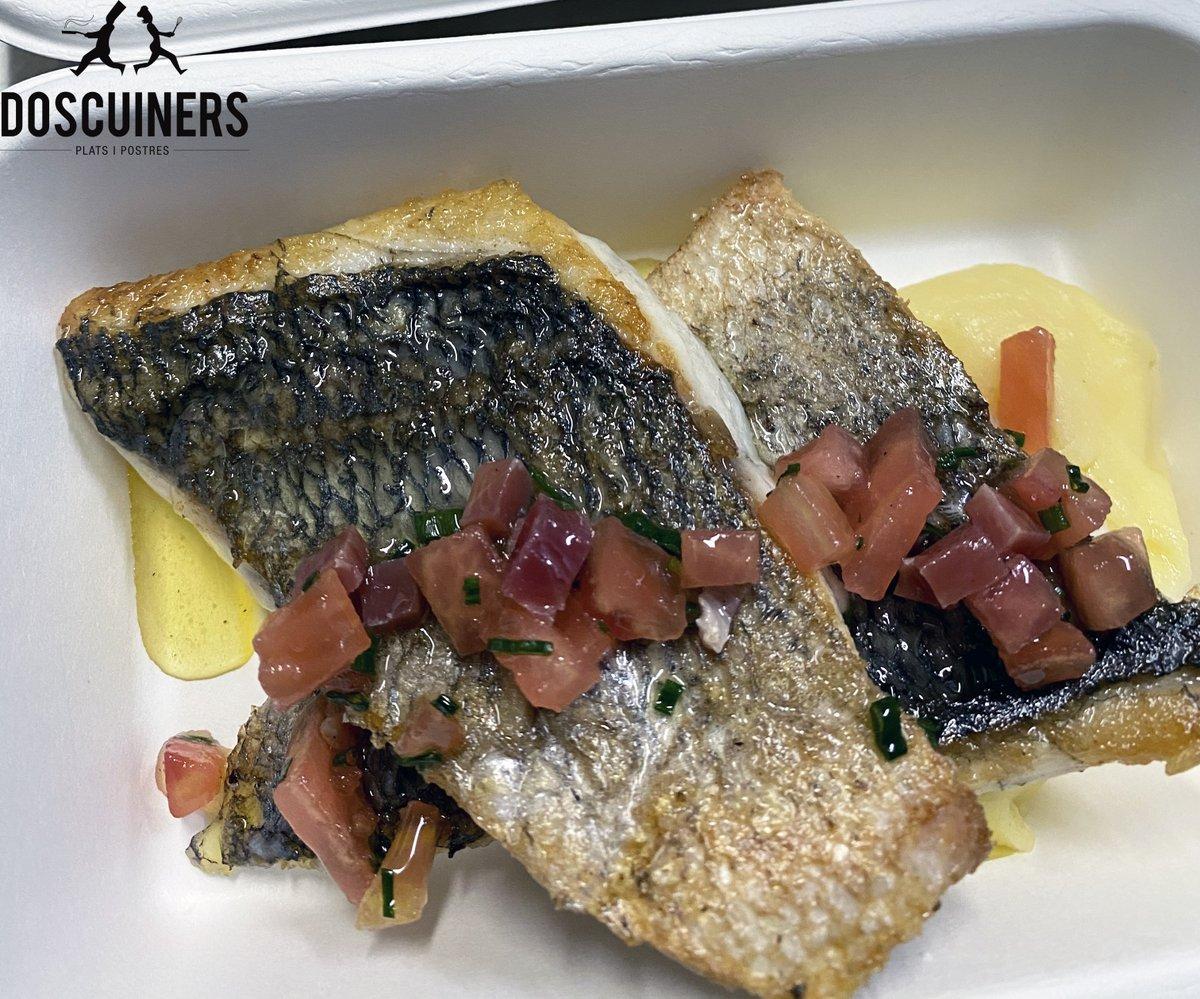 👩🏻🍳Sabors😋 LLOM D'ORADA A LA PLANXA AMB PARMENTIER DE PATATA I OLI DE PERNIL I TOMÀQUET🐟 📌https://t.co/F71p02Nmws #DosCuiners #Maresme #Mataró #Barcelona #gastronomia #Gourmet #foods #bcndelicatessen #comidasana #healthyfood #foodie #dinner #delicious #takeaway #fishfood #jamon https://t.co/NdVI4TtJrC