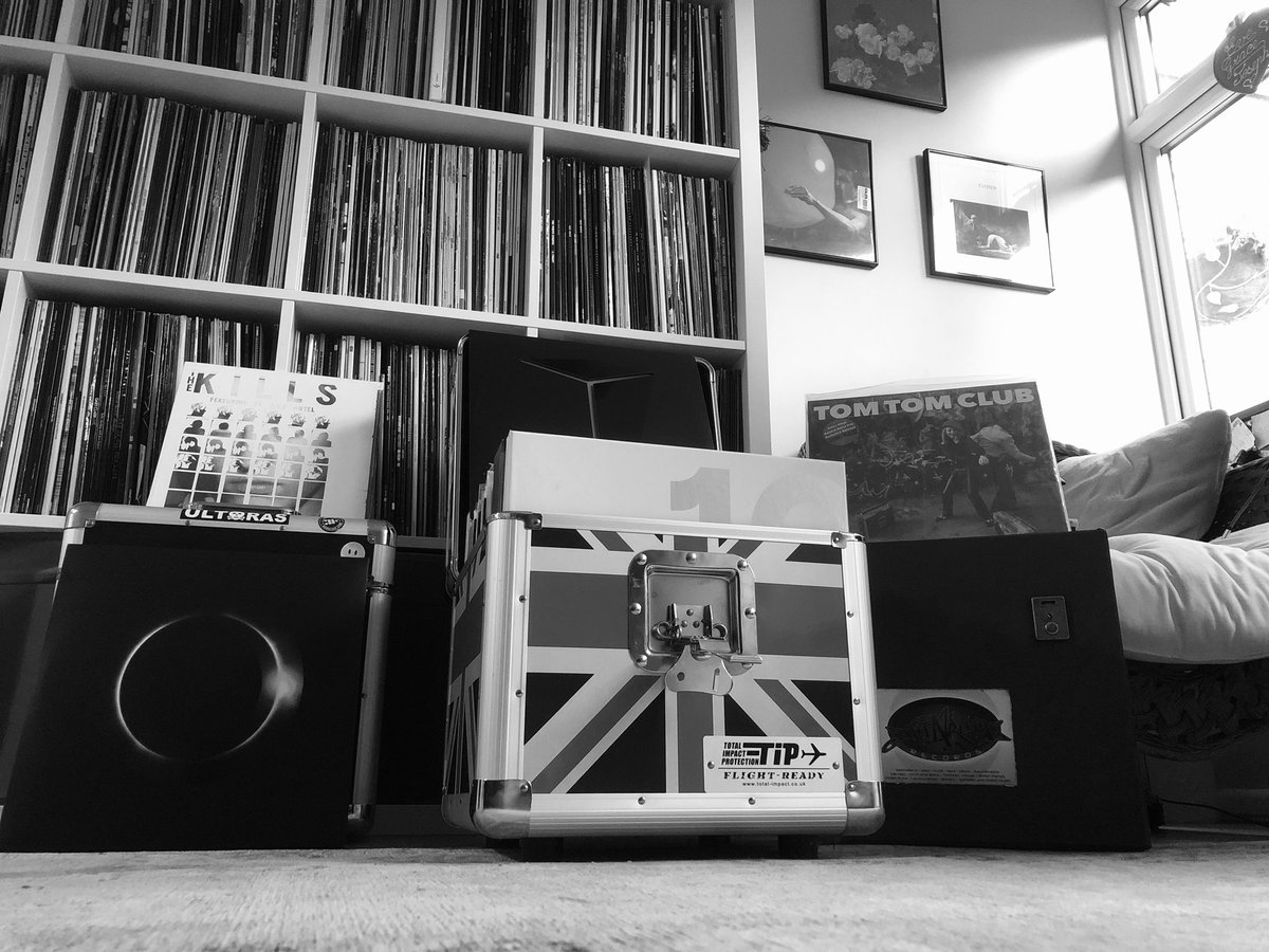 Literally playing vinyl all day weather is 🌧🌧 #MusicIsTheAnswer 🔊😃playing anything and everything 👌🏻 https://t.co/hPF90Pbmam