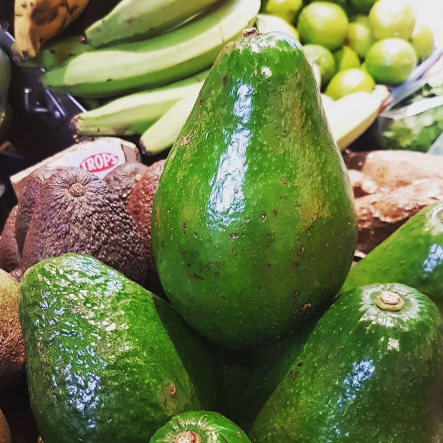 🥑 AGUACATE DOMINICANO!!!🥑  Es grandioso, ¡llega a pesar 800 gr cada unidad! Cada #aguacate viene repleto de una jugosa pulpa que se funde en la boca como una mantequilla 😋 ⚡ESPECTACULAR ⚡ #fruites #verdures #hortalisses #frutas #verduras #hortalizas #barcelona #gourmet https://t.co/42k8ibbHtK