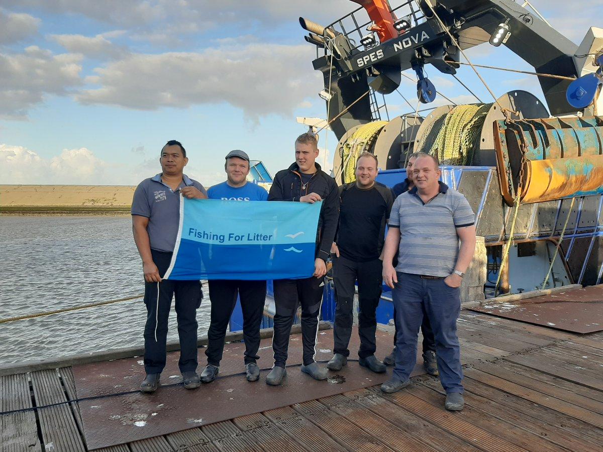 Klasse werk mannen van de #visserij 🙏 #noordzee #fishingforlitter #vissers