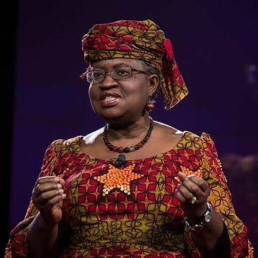 Madame Ngozi Okonjo- Iweala, Nigériane prend la tête de l'Organisation Mondiale du Commerce ( #WTO) .  Deux fois ministre des finances, et des Affaires Étrangères, elle a fait l'essentiel de sa carrière à la Banque mondiale.  Elle est la première femme à occuper ce poste. https://t.co/nYFesBopOz