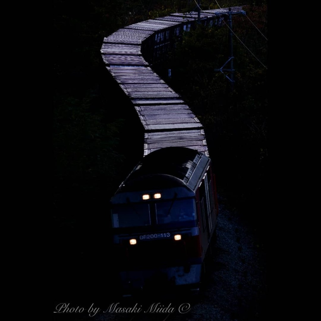 宇宙軒カーブを行く貨物列車  室蘭本線 洞爺-有珠 2020年10月24日  Nikon D810 Nikon Apo-NIKKOR 305mm f/9  #JR北海道 #室蘭本線 #貨物列車 #DF200 #鉄道写真 #宇宙軒カーブ #北海道  https://t.co/IjHV2NMOGa https://t.co/Lh6kzZYrYe