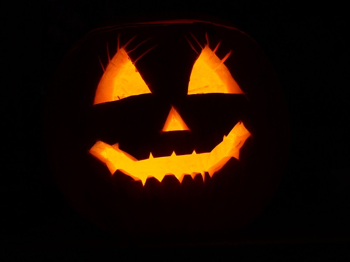 Did you join in with the pumpkin carving tutorial with John! Don't forget we have a pumpkin carving competition so you can show your creative skills. Join our Facebook Group and be in with the chance to win a prize donated by Co op Dawley  https://t.co/ZH7zacA3Fv #Community https://t.co/38Mi0OH1oL