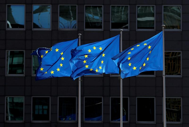 Back to crisis mode, EU moves to avoid COVID shortages, ease trade https://t.co/KbCmot5Rb0 https://t.co/Kz4Hz39fE2