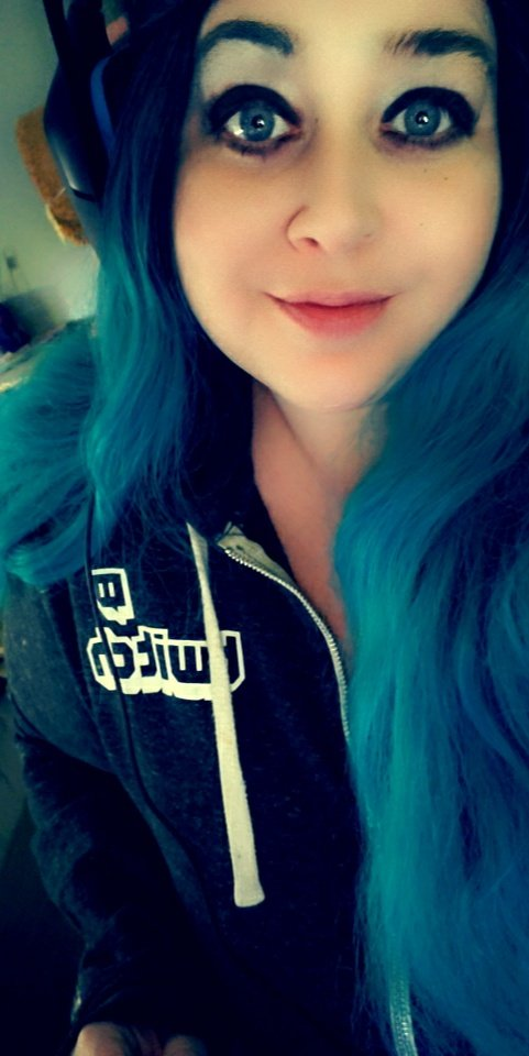 sunshinesjourney - Time to Wake and Break (pallets and ankles 😈)   Come hang out and get comfy, im live with DBD boostedness!    🌿  #DeadbyDaylight #wcw #Phasmophobia #twitch
