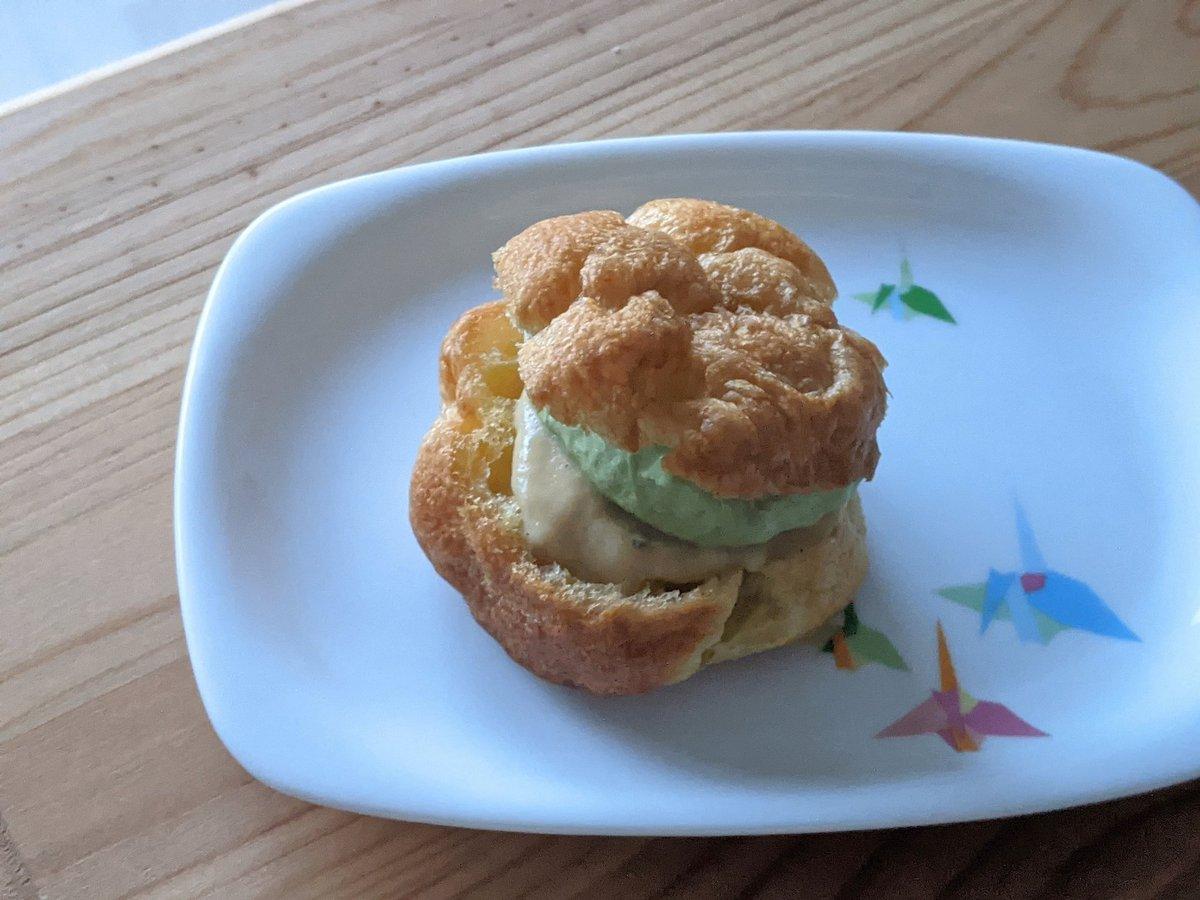 抹茶生クリーム・カスタードのシュークリームを作りました。思いのほか簡単でおいしかった✨こちらのレシピで作りました。シュークリー厶カスタード#手作りお菓子