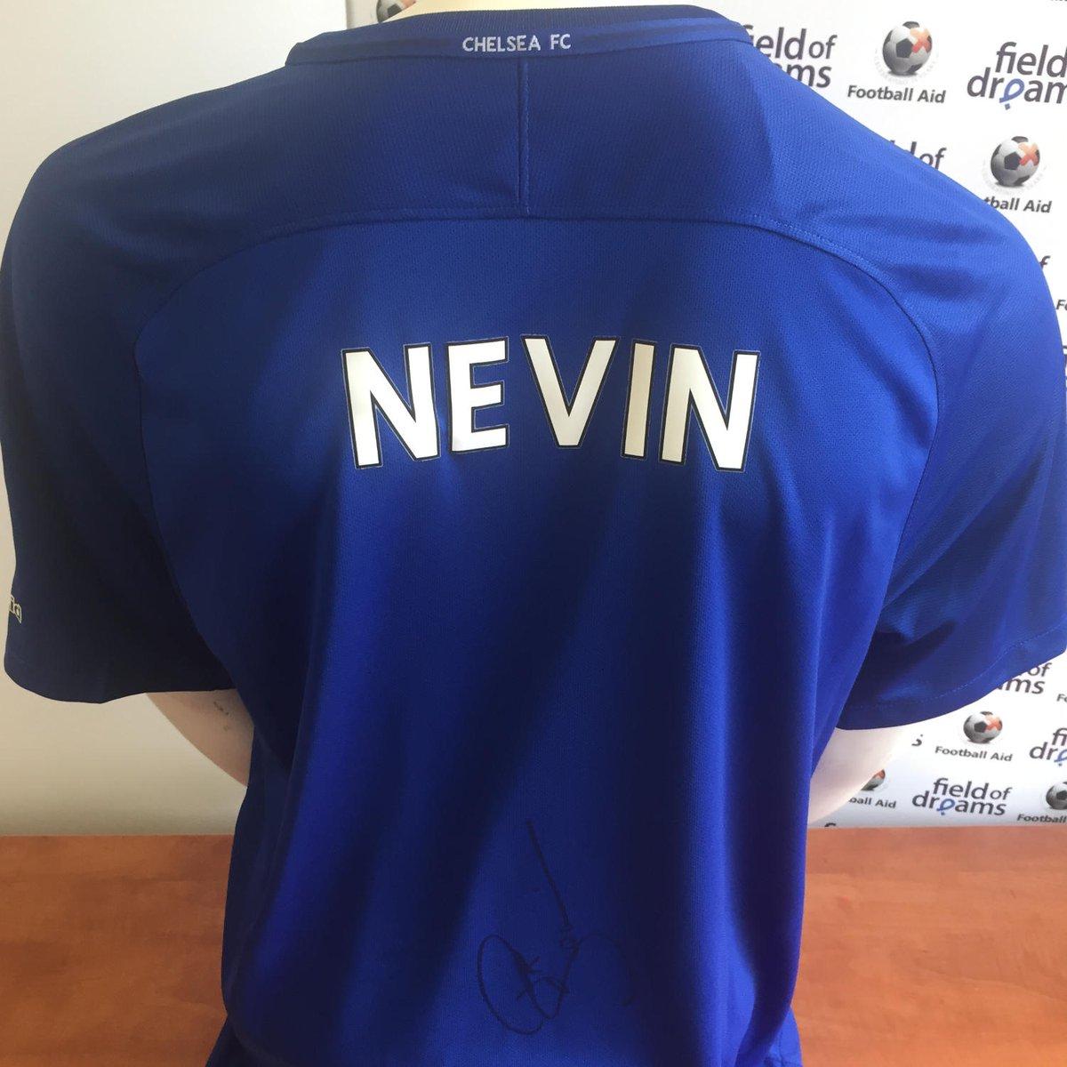 🔵 #CFC | #UCL 😍 Check out the fantastic @ChelseaFC #SignedShirts we have available in our charity auction! ⚽️ @PatNevin | @denniswise | Gianluca Vialli Bid Here 👉 footballaid.com/play/signed-sh… #KRACHE #FootballShirts #MatchWorn #FootballMemorabilia #Charity