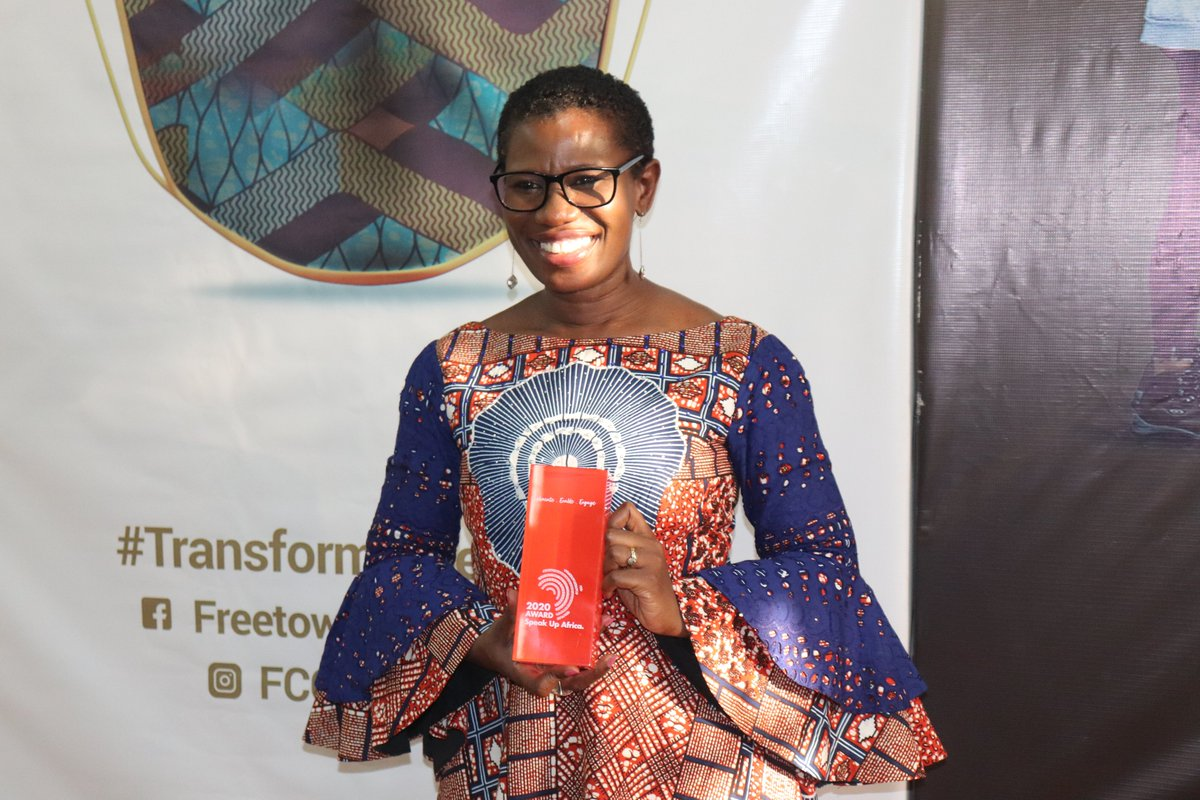 As part of the #ZeroMalariaStartswithMe campaign in #SierraLeone we're very proud to work alongside & to award today Mayor @yakisawyerr who's not only a malaria-elimination champion but also a #sanitation champion!  📰 https://t.co/dls0HPmc1o #EndMalaria #MalariaeDonWanDaeNaMiHan https://t.co/wlEl4ZlO4H