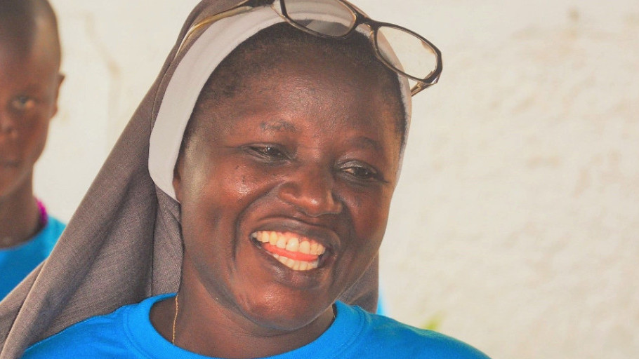 Say congrats to Sr Bernadette at St. Mary's Fatima ICC! She received a BS in Business Administration from UNIMTECH. It wasn't easy as in addition to her homework she had to make sure 24 kids at the ICC did their homework as well!😀 #WednesdayWisdom #SierraLeone #educationmatters https://t.co/rz81alwFwE