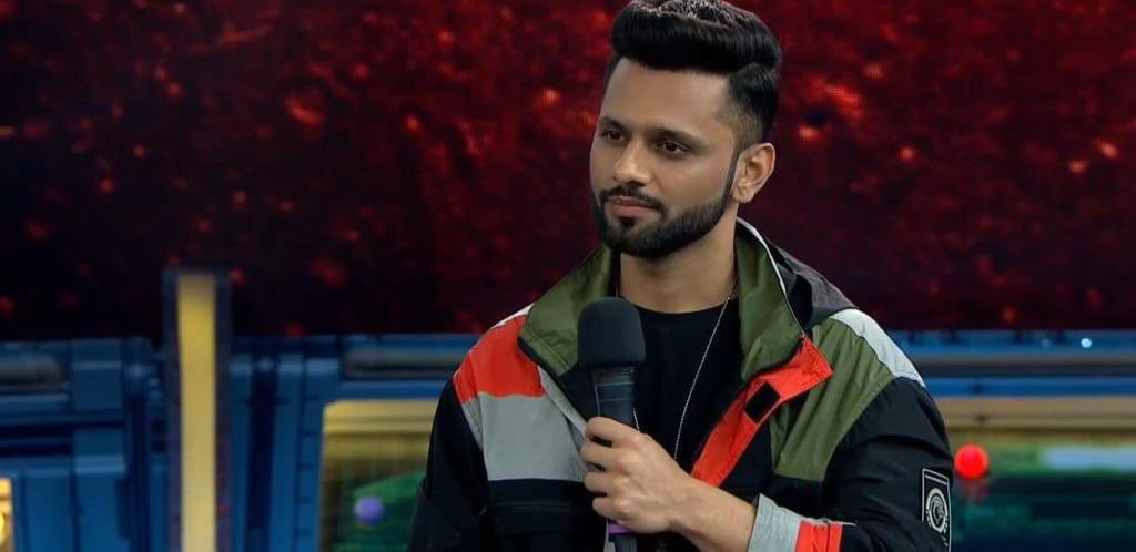 Who do you support in tonight's fight ?  RT🔃 #RahulVaidya Like❤️ #JasminBhasin  #BiggBoss14 #BB14 #IPL https://t.co/JHPqQGNgGs
