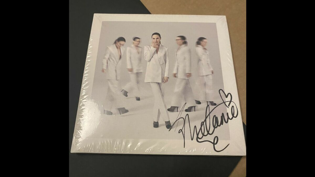 Hand Signed Melanie C  Album CD Sealed In And Out Of Love Who I Am  https://t.co/NalfJAQIdY  #MelanieC https://t.co/DEWFt2jOUn