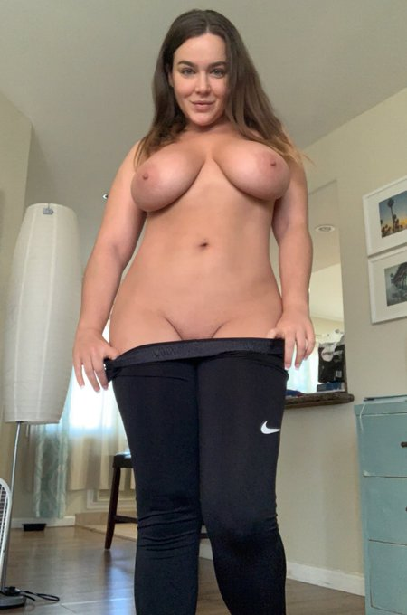 2 pic. Morning babes! Who wants to play w/ me before my workout???   https://t.co/496YejGtjJ https://t